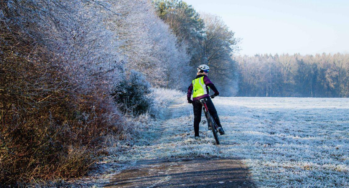 5 Tipps gegen kalte Füße beim Radfahren im Winter für Frauen
