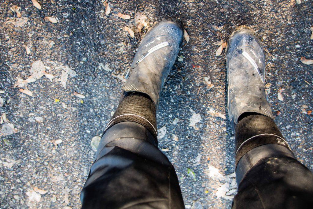 Tipps gegen kalte Füße beim Radfahren im Winter für Mountainbike Frauen. Fahrrad Winterschuhe für Damen.