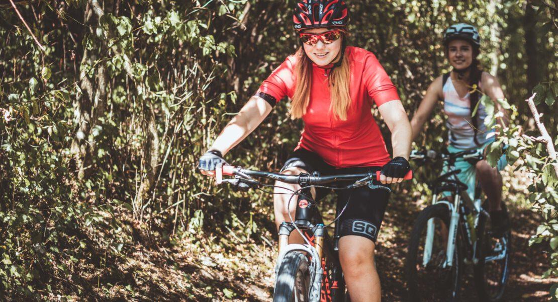 6 Probleme, die nur Frauen beim Mountainbiken haben
